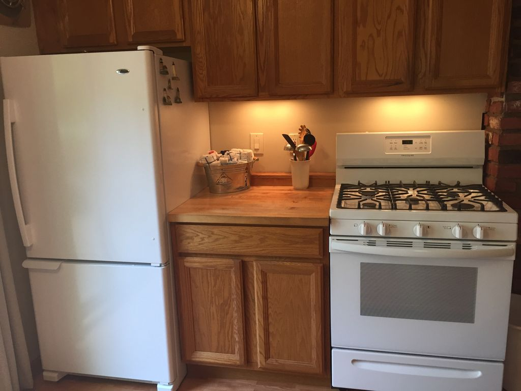 The refrigerator, stove and dishwasher were purchased in 2018, so they are relatively new.