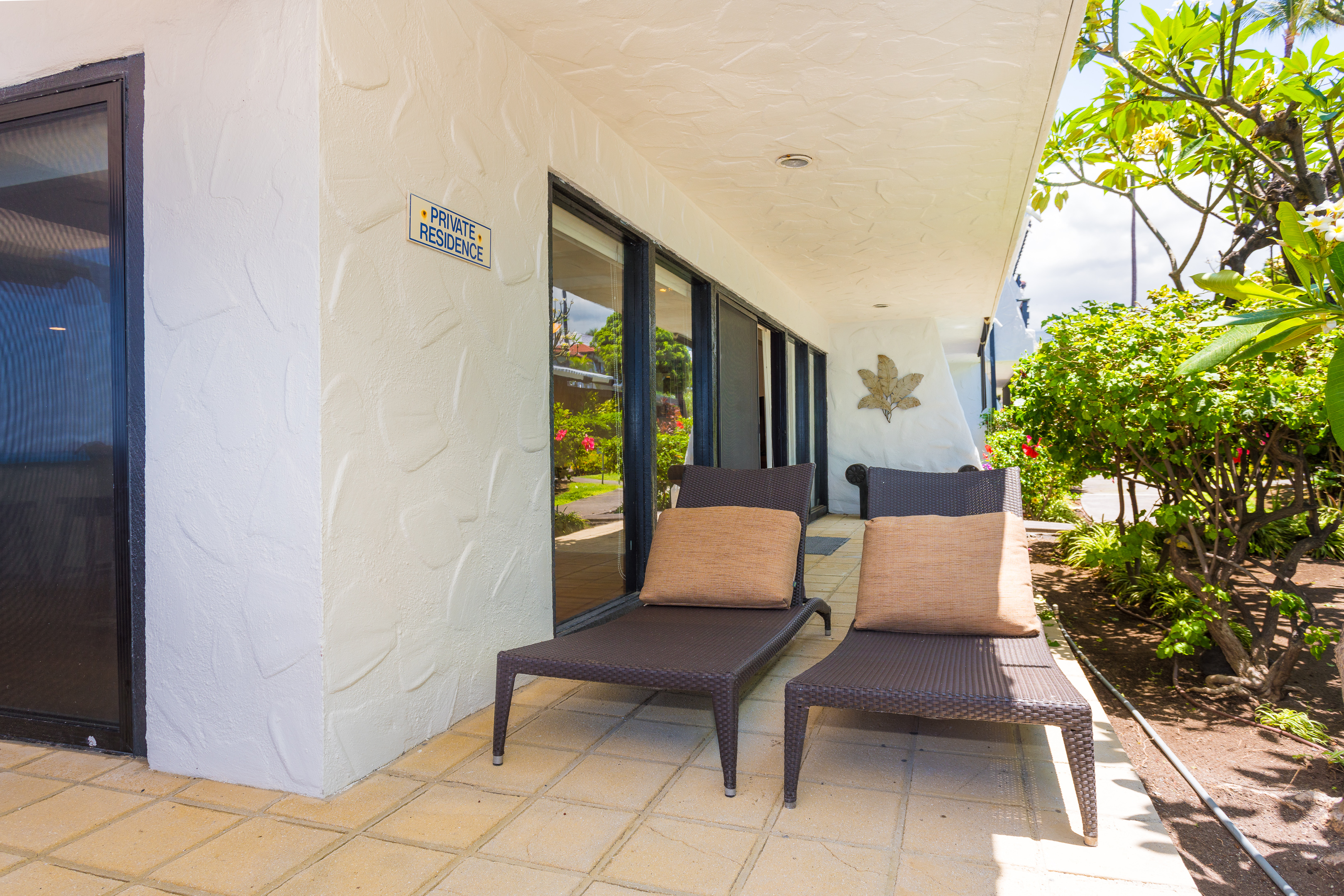 Larger lanai with plenty of room for relaxing.
