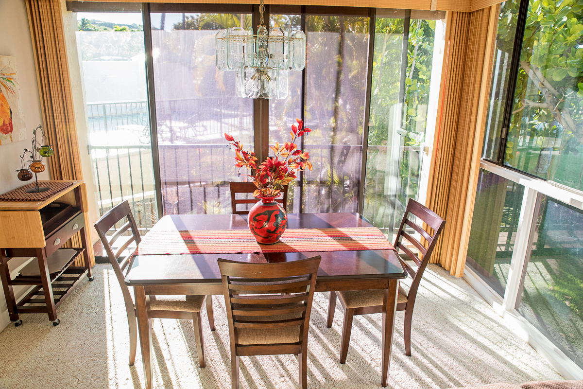 If you can pull yourself off of the lanai you have indoor dinning.