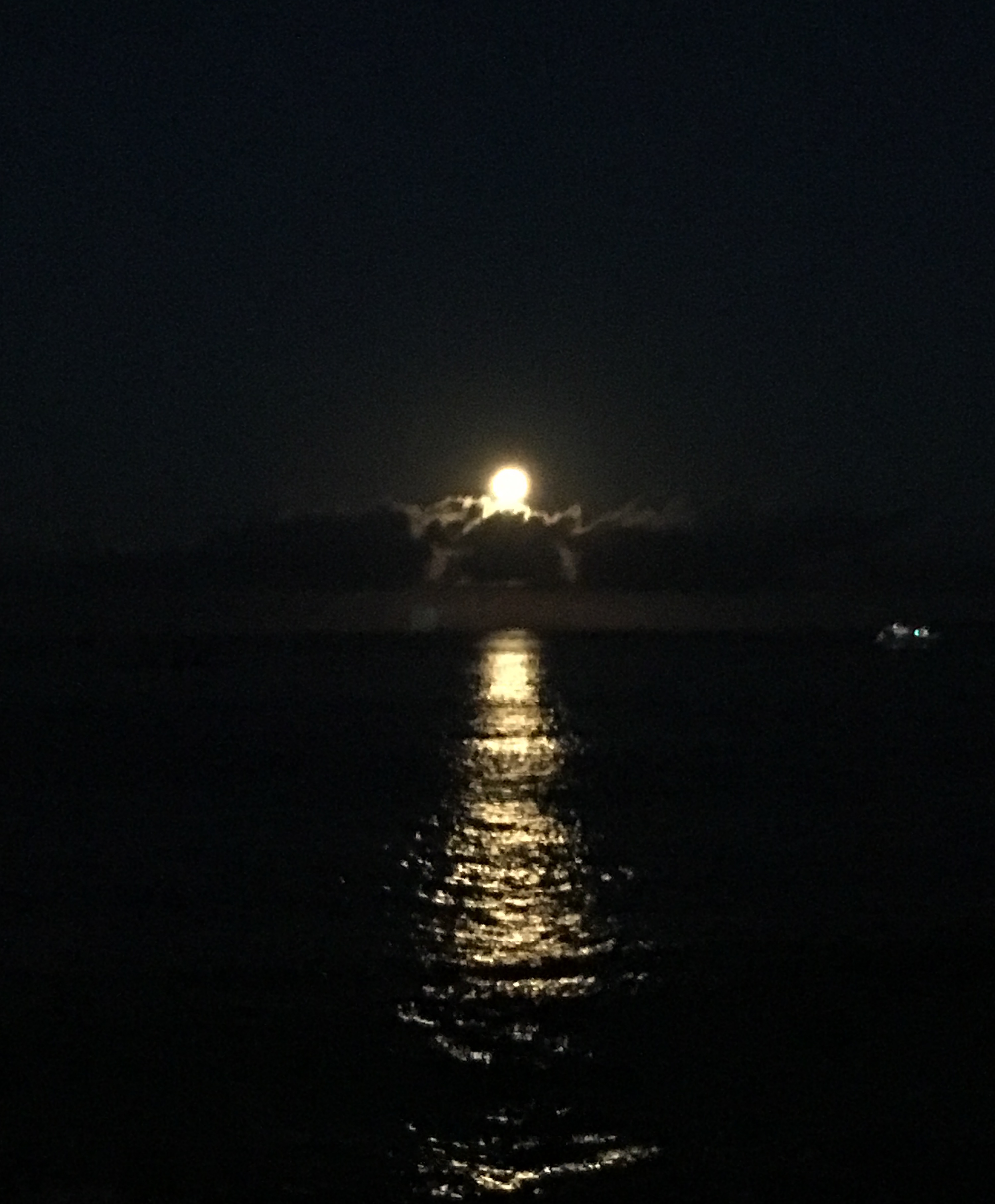Moon set from Hale Kona Kai