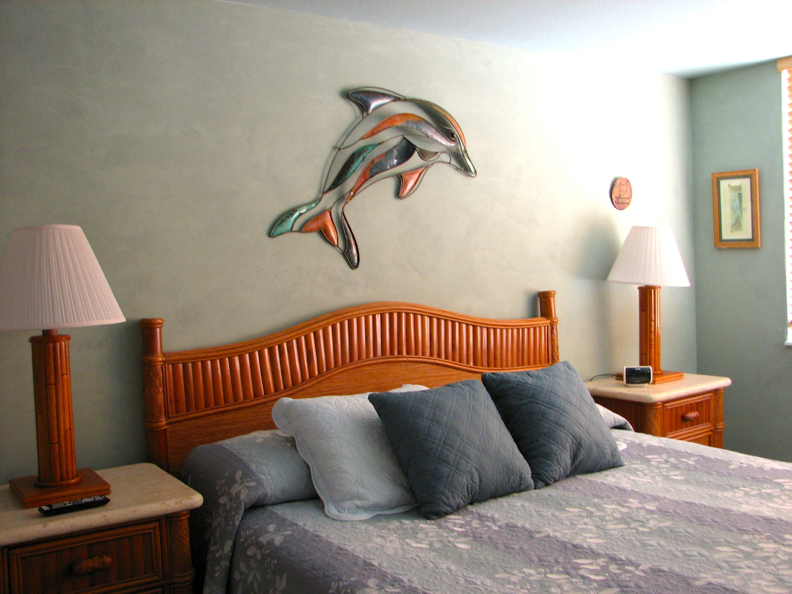 King bed in your oceanfront bedroom, let the wave lull you to sleep.