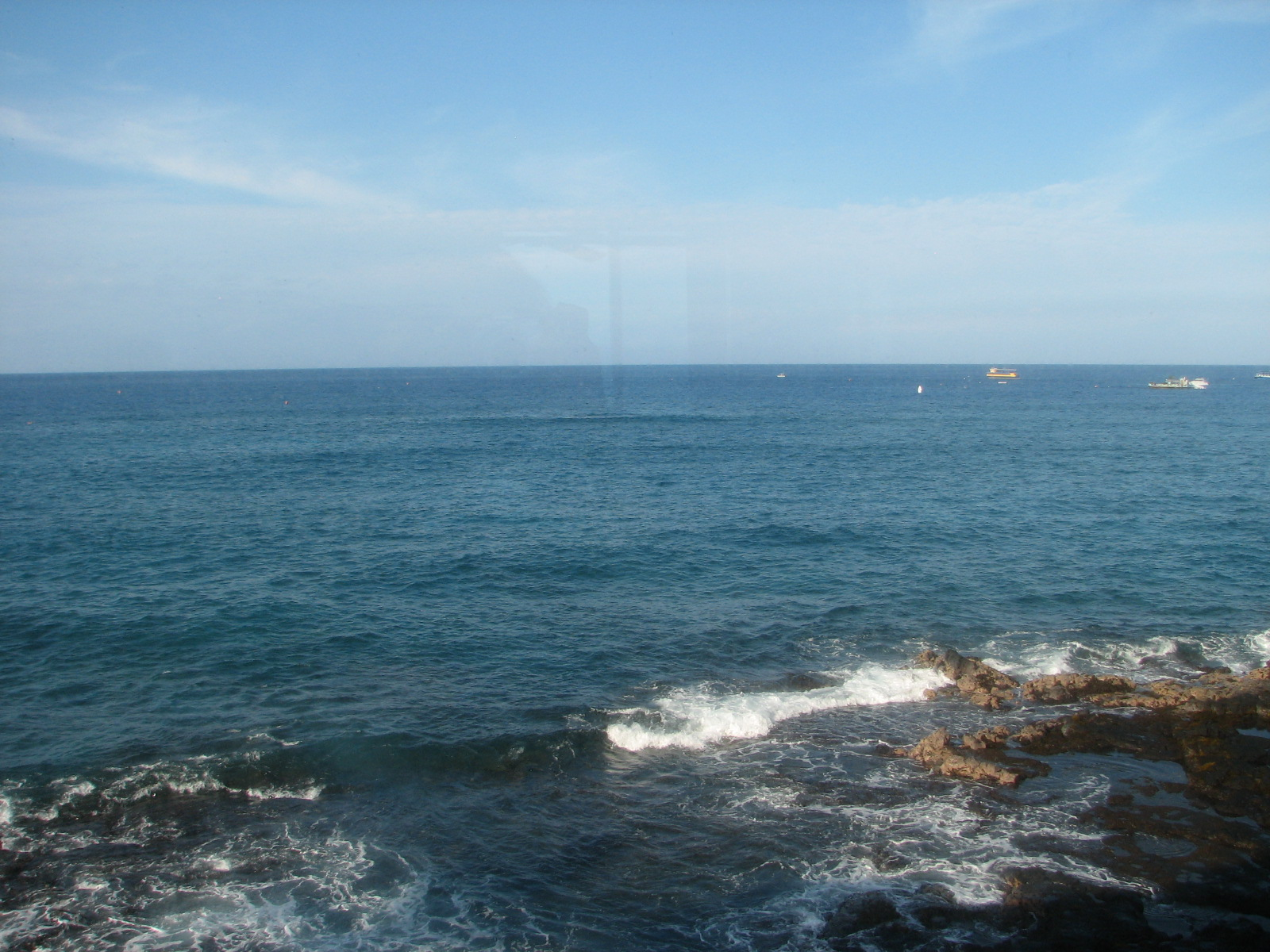Coastal views of the bay from your lanai  where spinner dolphin play.