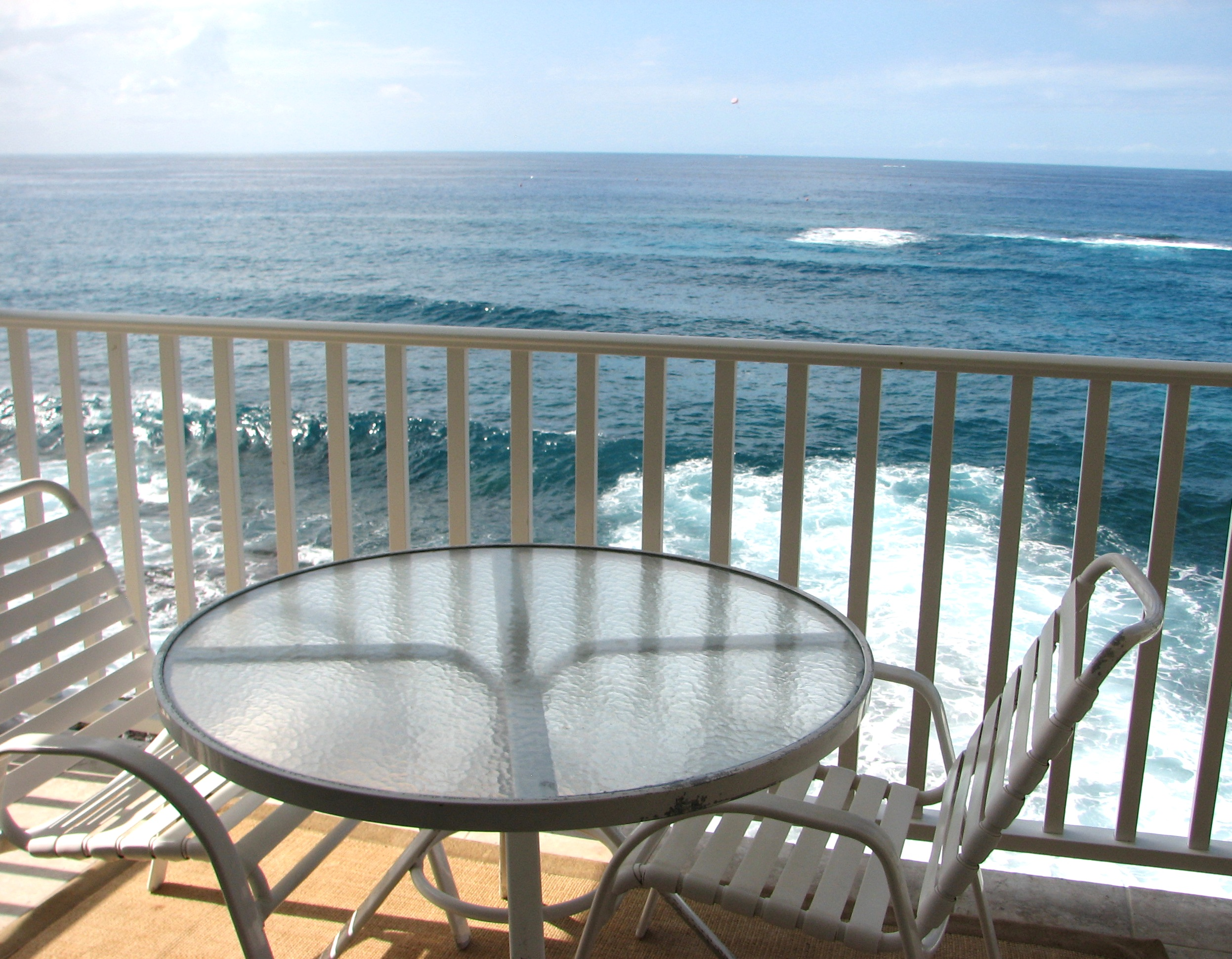Oceanfront dinning on your private lanai.