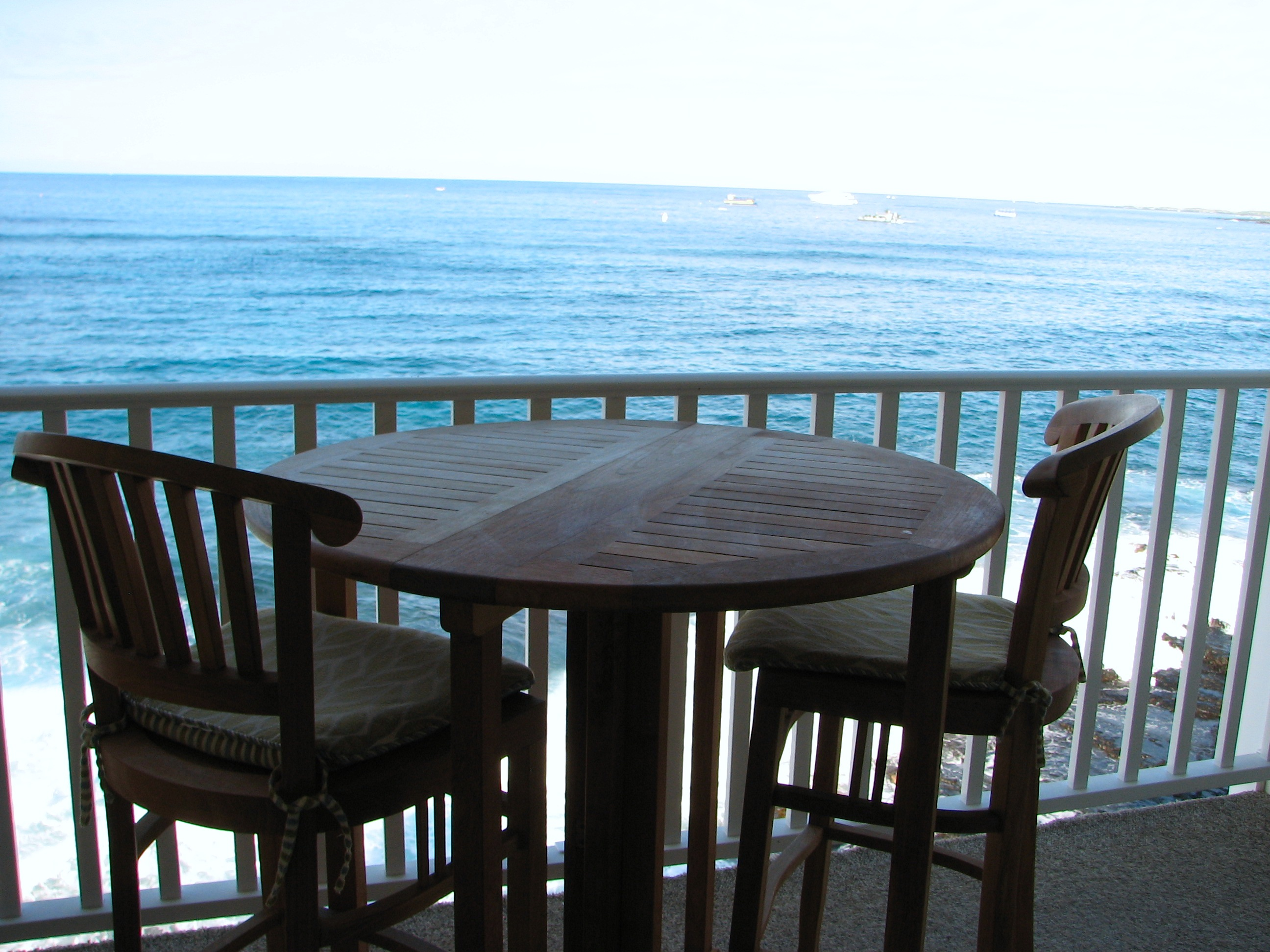 Dine on your oceanfront lanai high set.