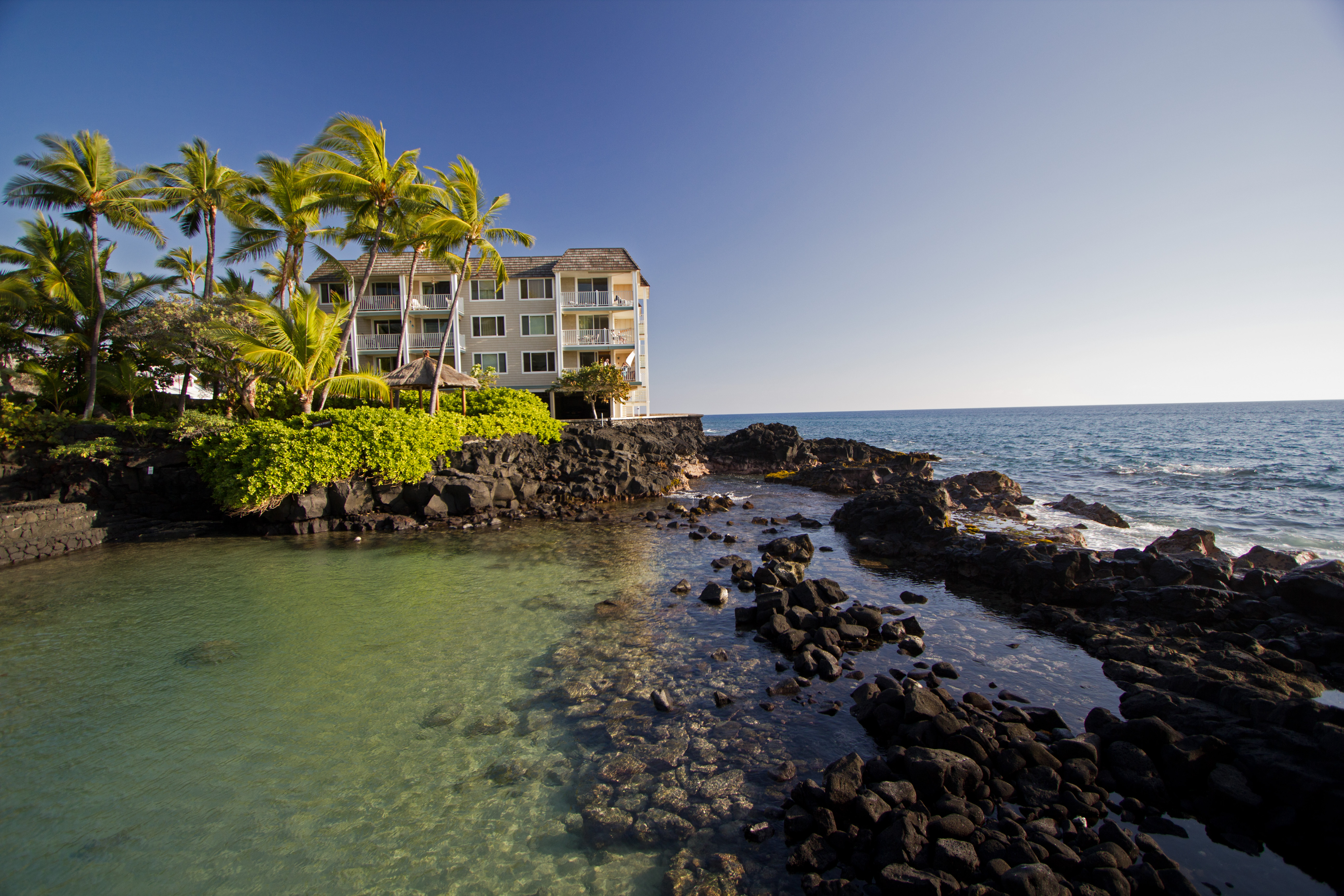Hale Kona Kai is located on a quiet side street just a short walk to town and to Huggos and the Royal Kona Resort.