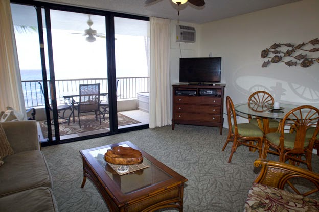 Cable TV and in condo table and chairs... when you can pull yourself off of the  lanai!
