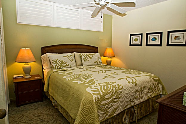 King bedroom for a restful nights sleep after enjoying all Kona Reef and D-14 offers.