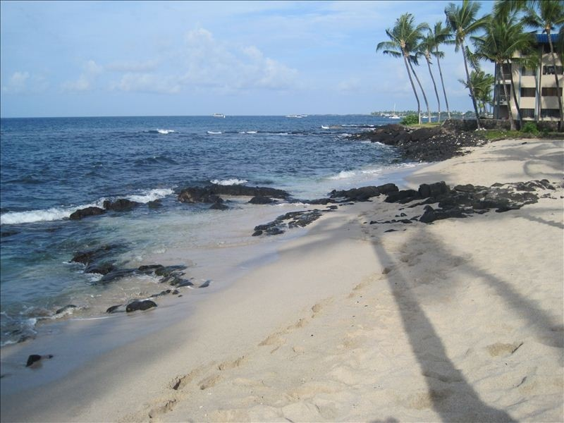Next door to the south of Kona Reef is a small white sand beach.