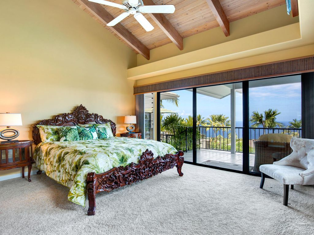 Amazing King master bedroom with a view!!!