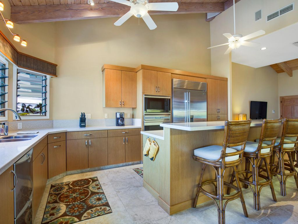 Keep the cook company in this gourmet kitchen... Or simply enjoy the produce of our island.