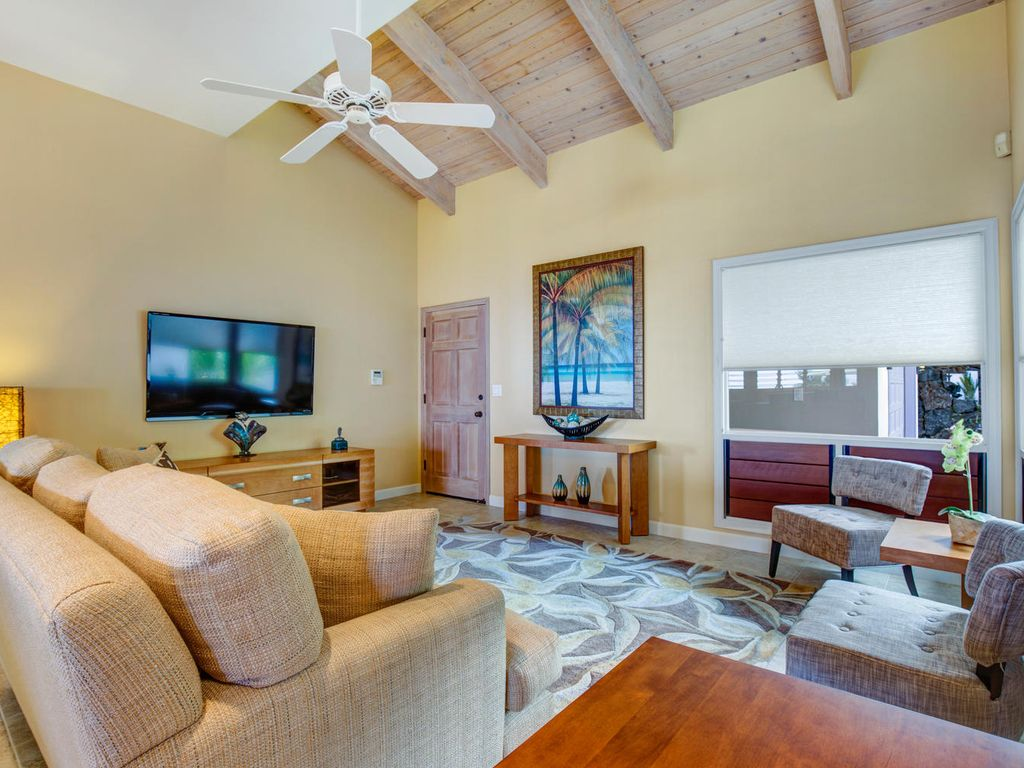 Family room offers cable TV if you can pull yourself off of the lanai and away from the pool!