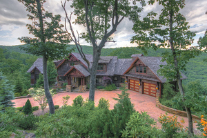 Boone luxury vacation home pet friendly with 4 bedrooms sleeps 14 in the Blue Ridge Mountains