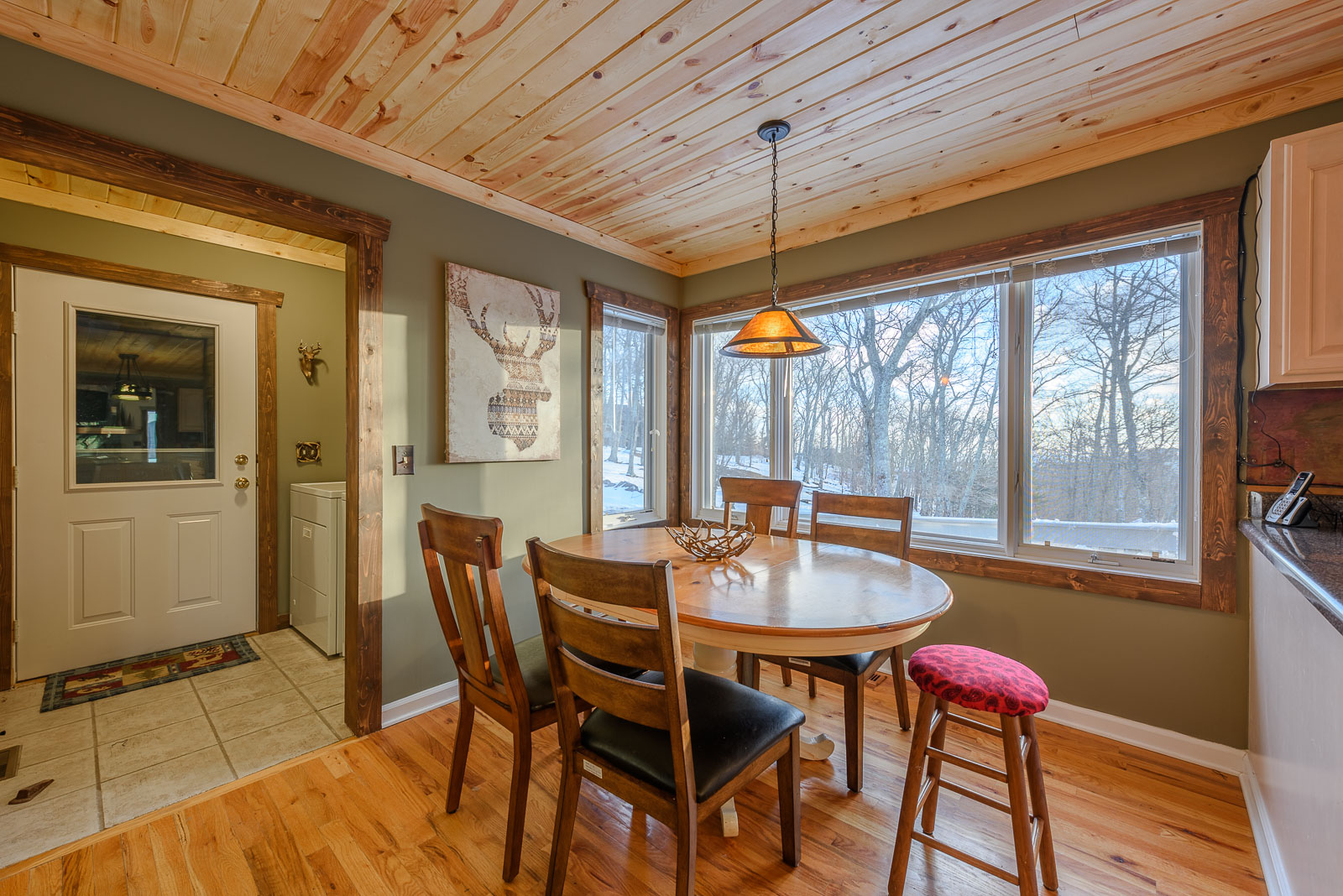 Breakfast Area in Kitchen offers additional Dining