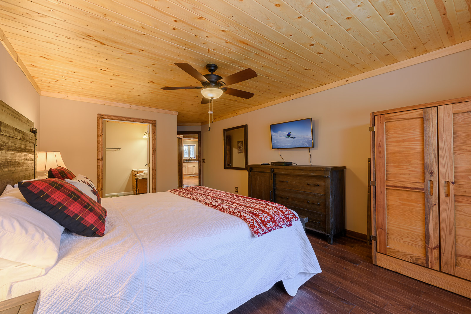 Second King Suite on Main Level with HDTV and ensuite Full Bathroom