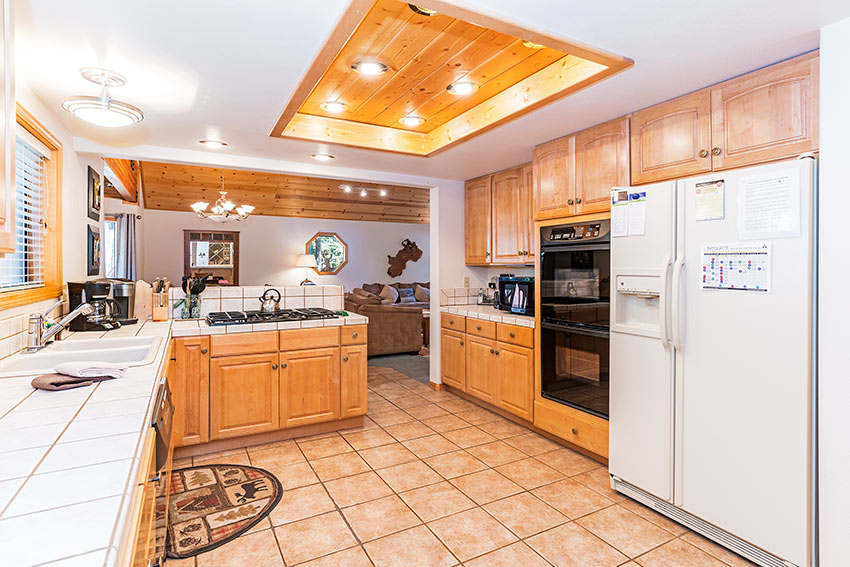 Open kitchen w/double oven, gas range and plenty of amenities