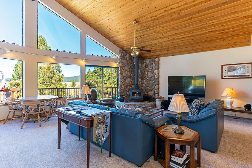 Large and open great room w/gorgeous Martis Valley views!