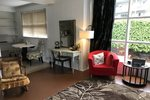Victoria Heritage Home 1 bedroom bachelor suite within a beautiful heritage home