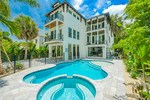 Lido Key Luxury 7 bedroom vacation home pet friendly and walk to shops