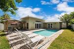 House with pool, king beds, close to beach