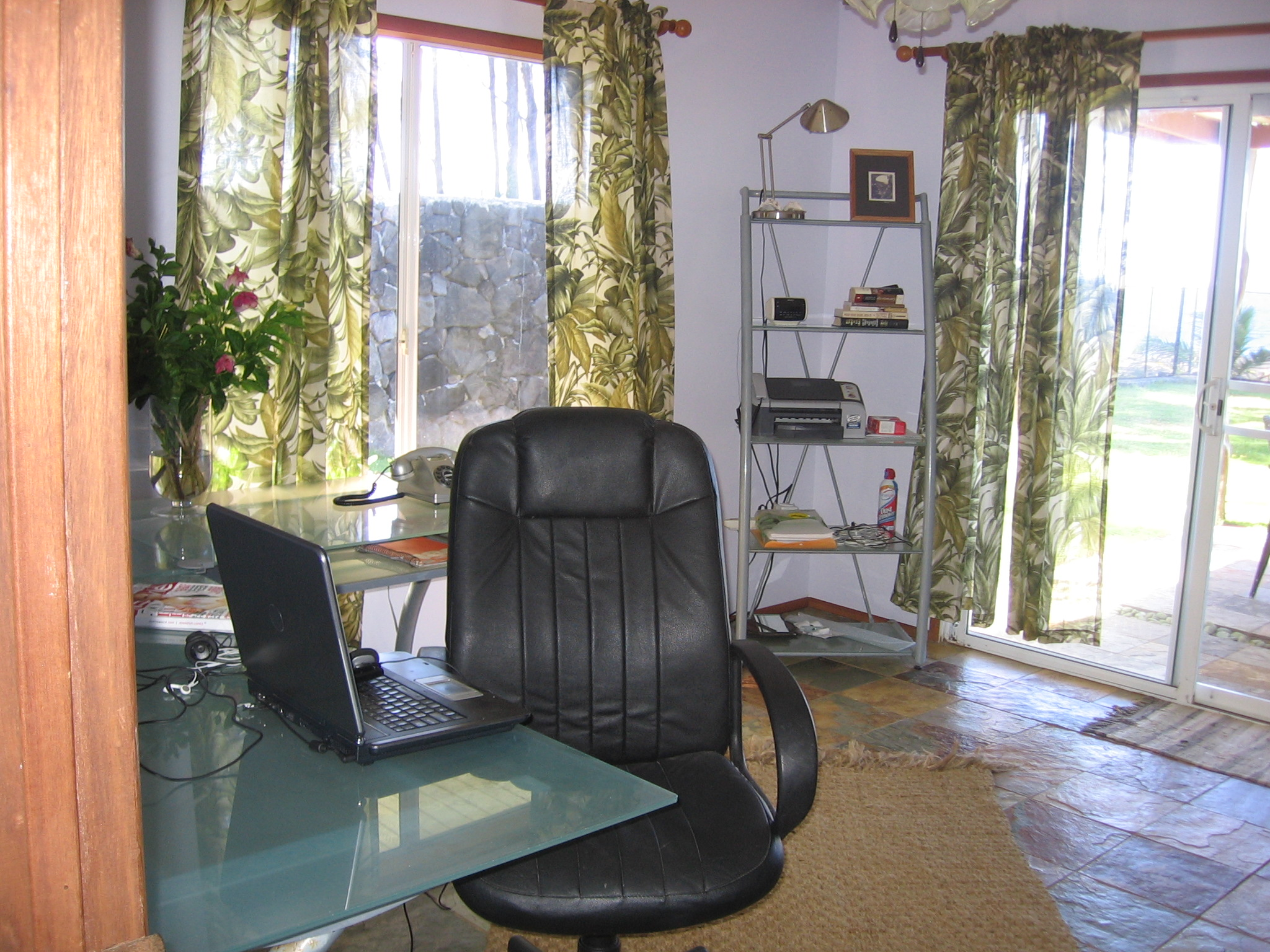 Private office (can be 4th bedroom)