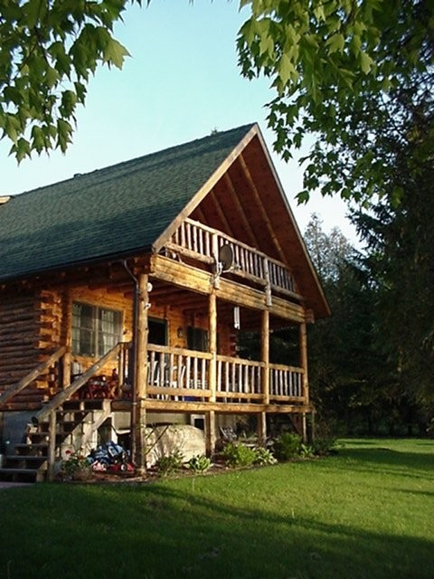 Charming Log cabin at Water's Edge