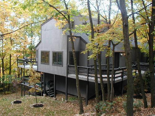 Camelback Cabin  - Poconos House Rentals Sleep 10 - 3 Full Bathrooms