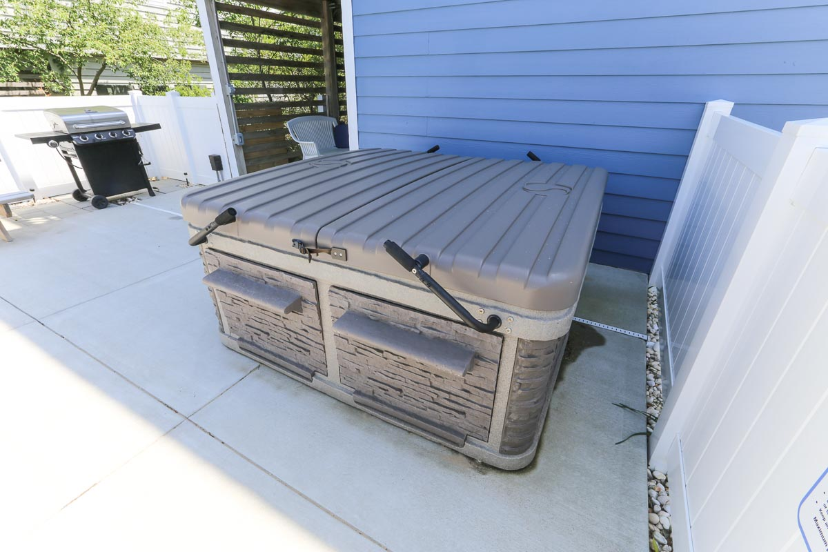 Hot tub and Gas Grill 2019