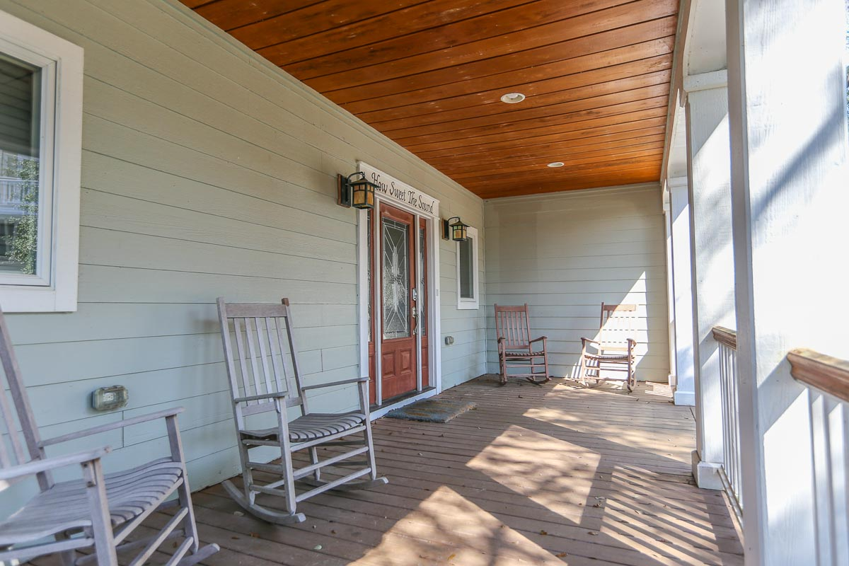 Front Covered Deck & Main Entry 2019