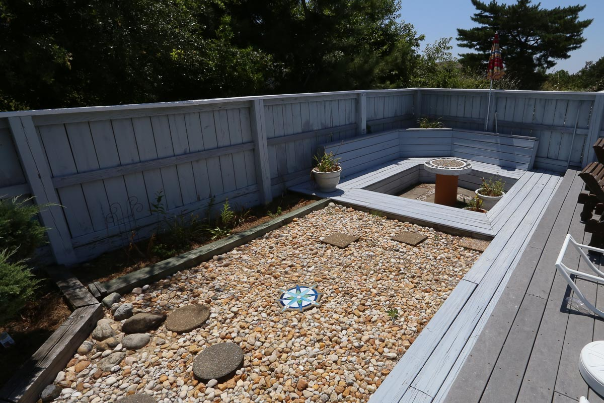 Built In Seating in Pool Area 2019