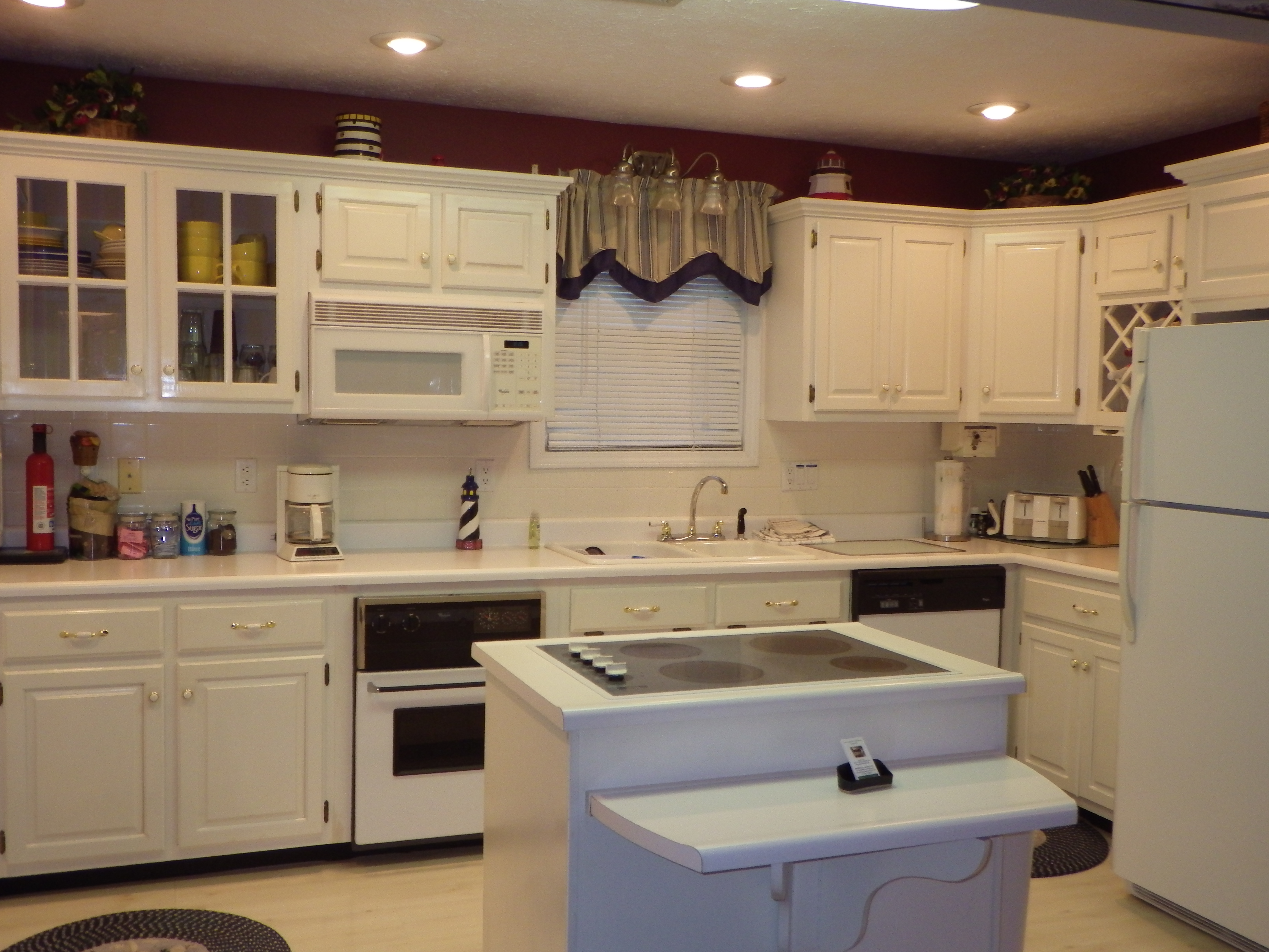 Kitchen  stove top , oven ,coffee pot , micorwave, plenty of dishes and new pots and pans .Two could eat at breakfast bar .
