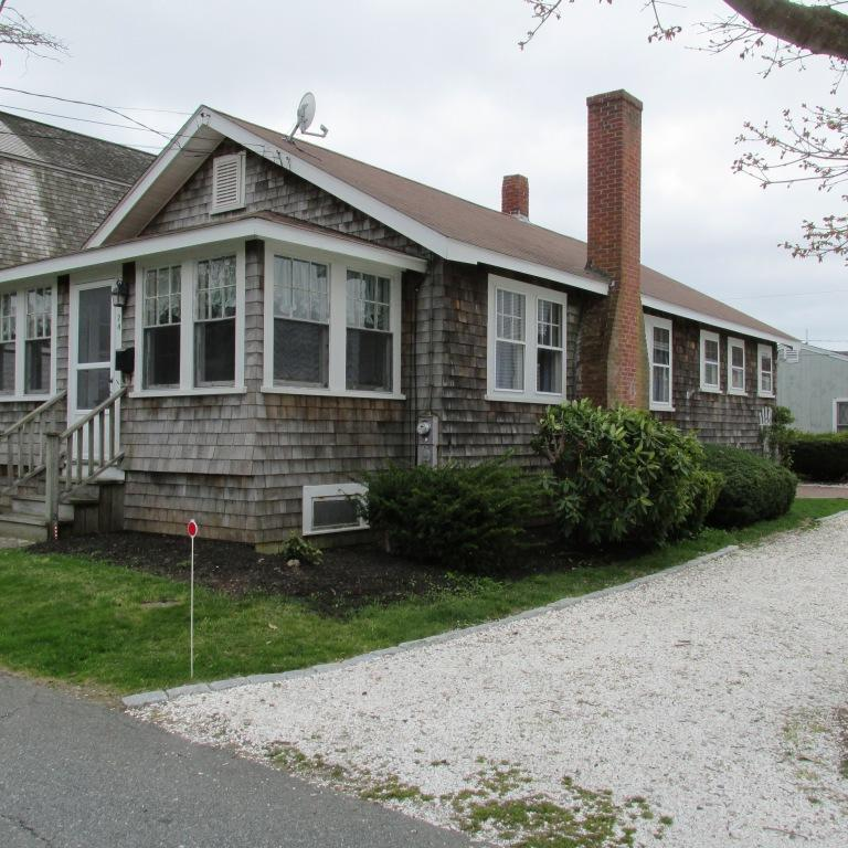 H209: 2 Bedroom Vacation House Rental Falmouth Heights MA