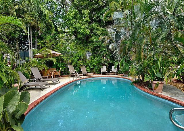 Key West 1 bedroom vacation rental with pool 1 block from Duval