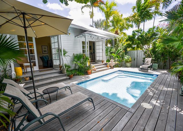 Monthly Key West Getaway 1 bedroom with pool close to it all