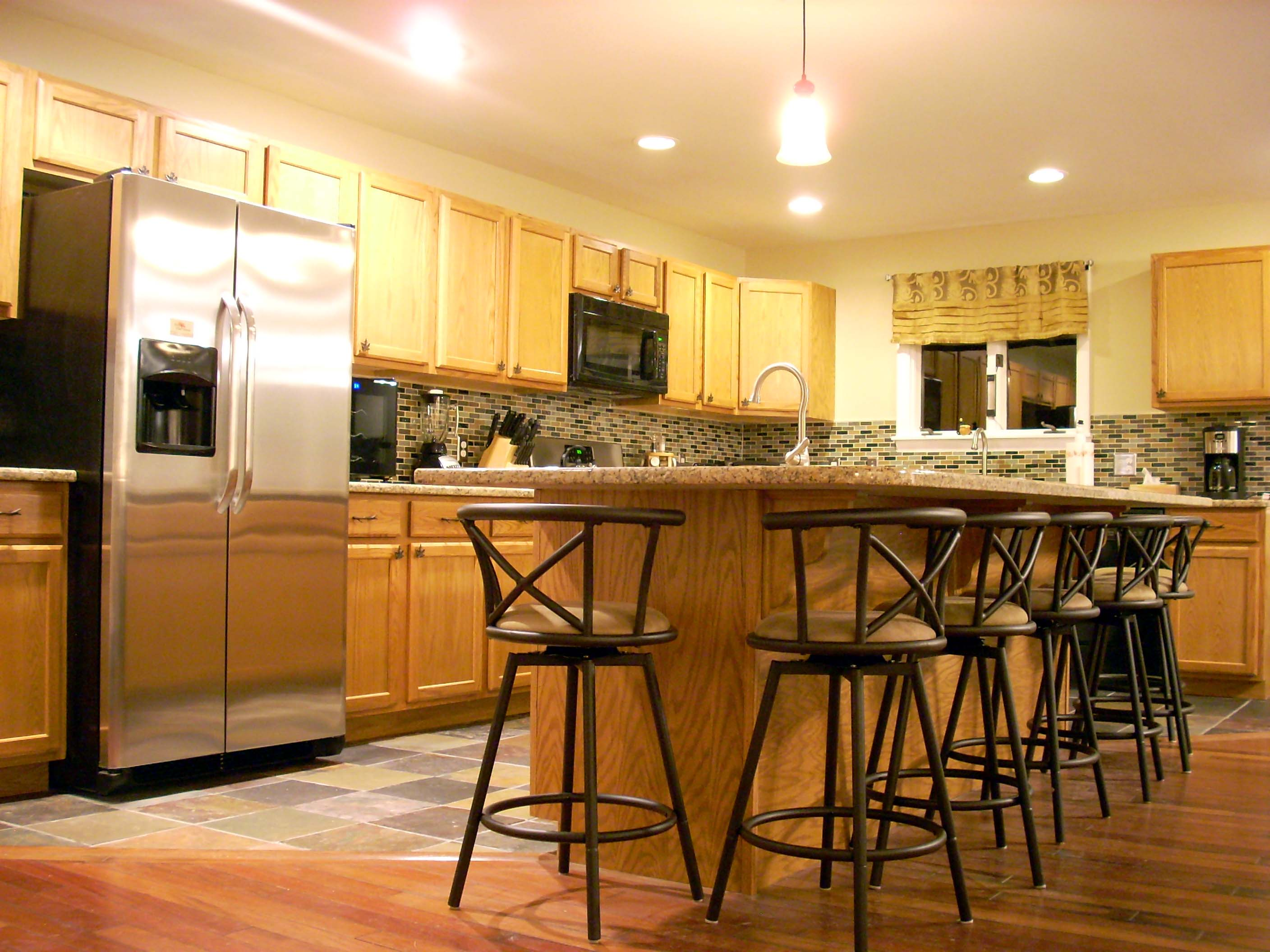 kitchen has bar seating for 8, fridge w/filtered ice/water,