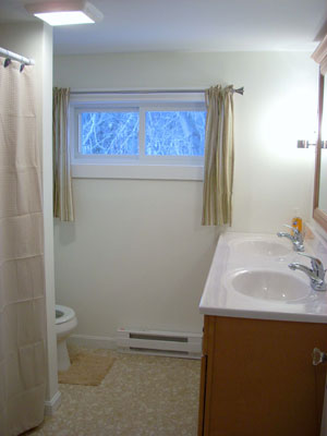 """upstair full bath with combination tub/shower, 60"""" vanity w/"""