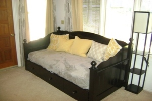 Day Bed in Bedroom 2