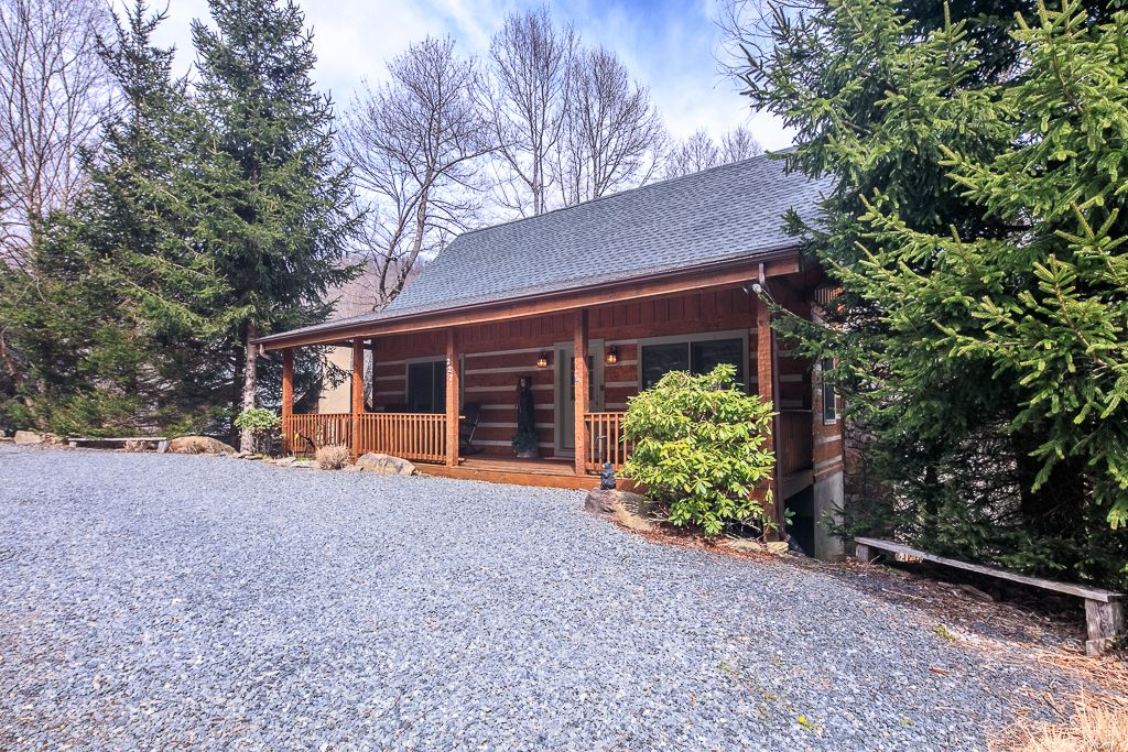 Cozy bear cabin place to stay on vacation 4 bedroom 3 - 4 bedroom cabins in north carolina ...