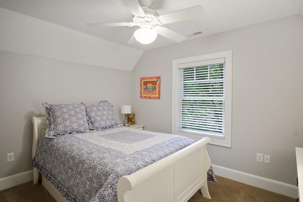 Guest Bedroom-Upstairs - Full