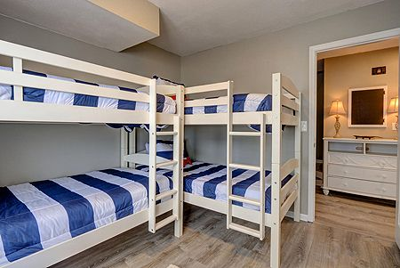 Bedroom 3 - 2 sets twin bunks