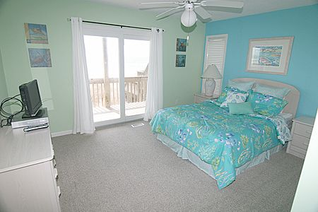 Second bedroom with patio and beach access