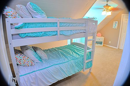 Top floor Bedroom with Twin Bunks