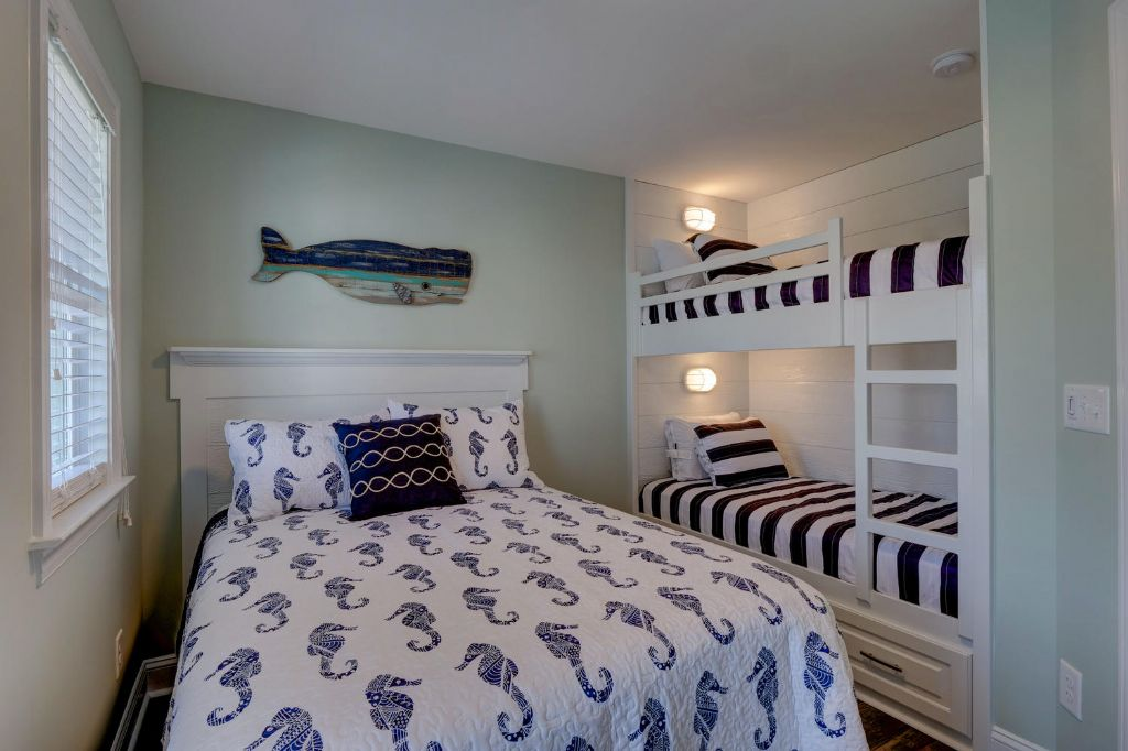 Lower Level Soundside Double Bed & Bunk Bed Room