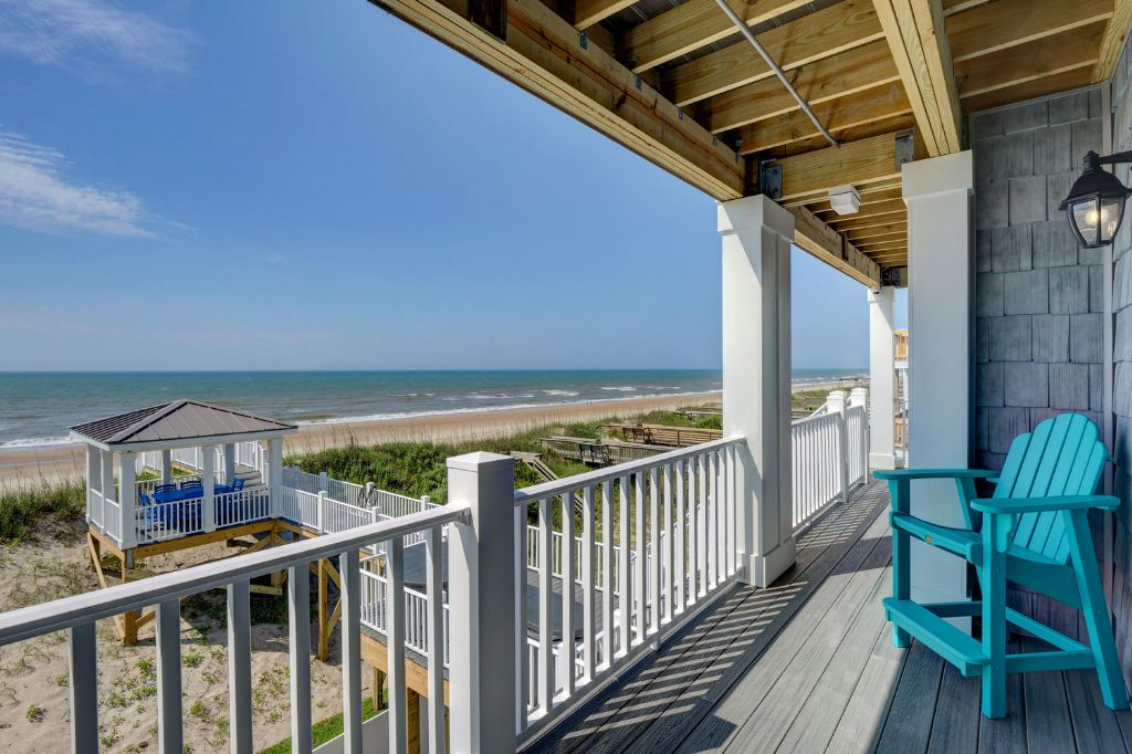 Middle Level Oceanfront Deck Off Living Area