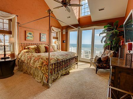 Main Level Grand Master Suite - King - Oceanfront