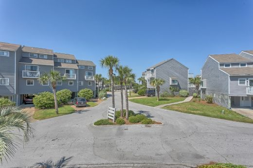 View of Beach Access & Clubhouse from Driveway