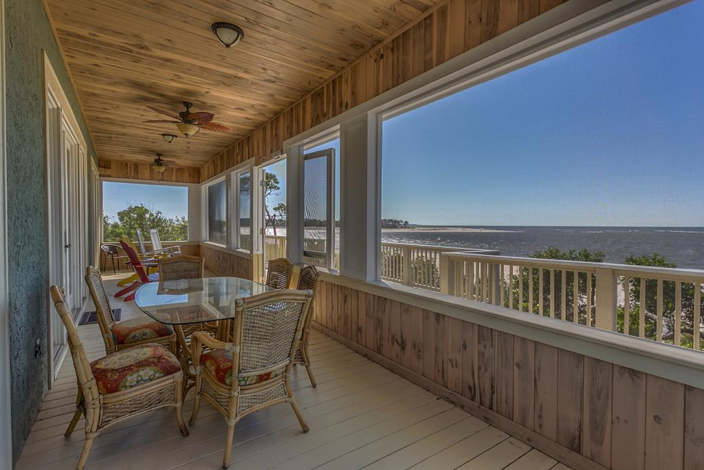 Gulf Front Deck - Dining