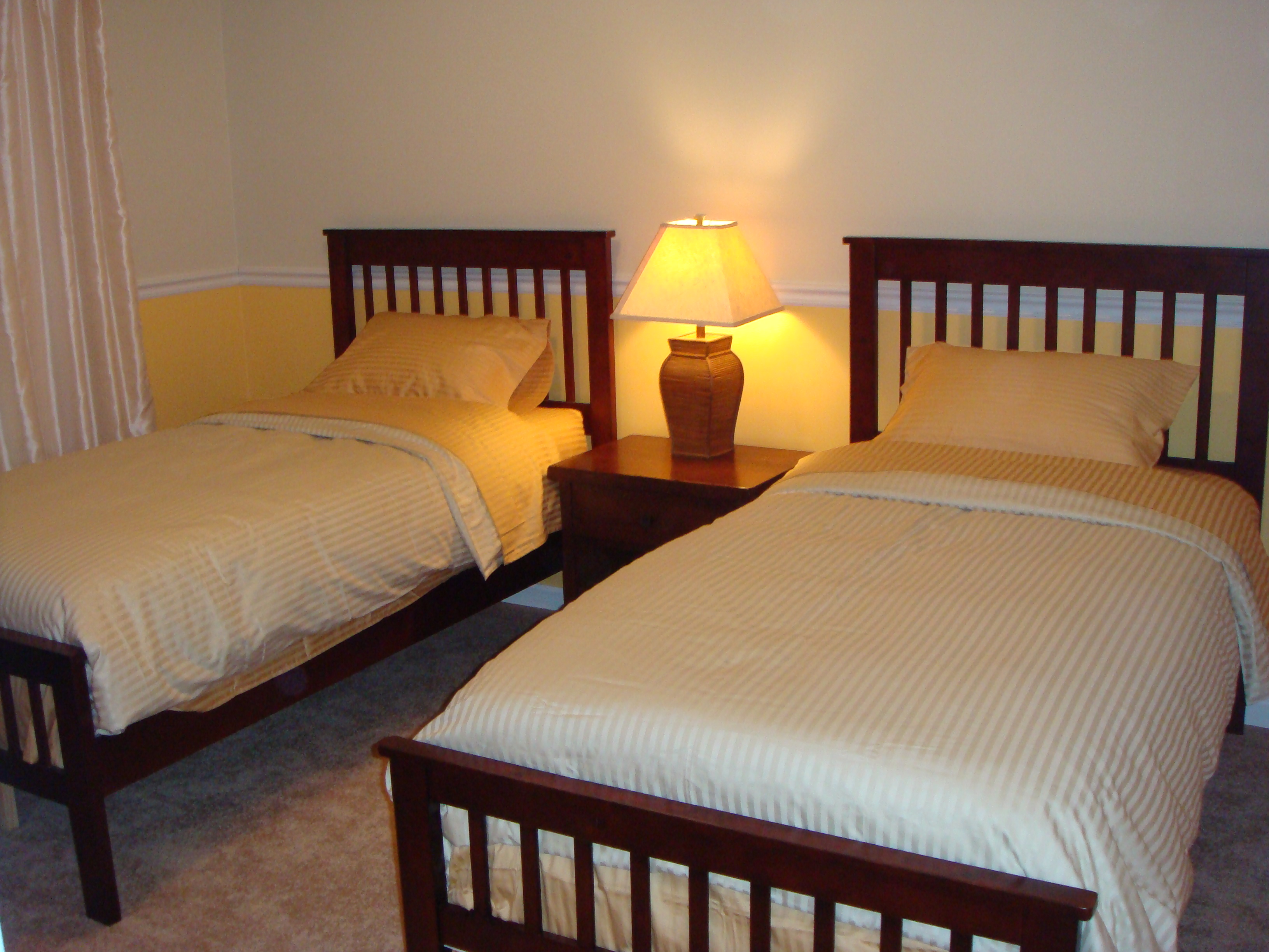 Guest Bedroom. Two Twin Beds