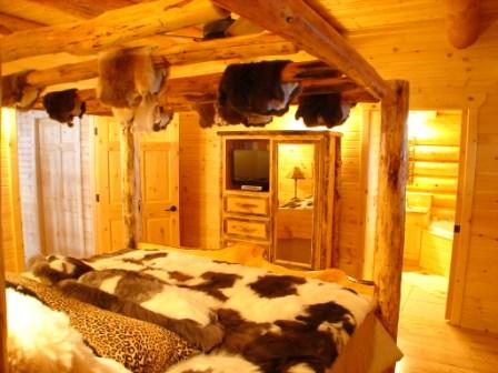 Trappers Paradise-Master suite on main floor with king