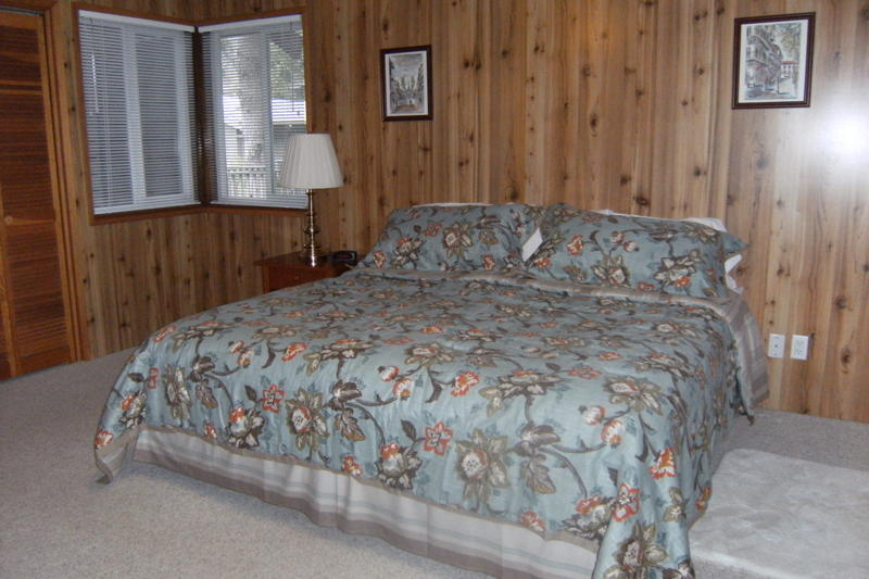 Upstairs Bedroom optional king or 2 twin bed