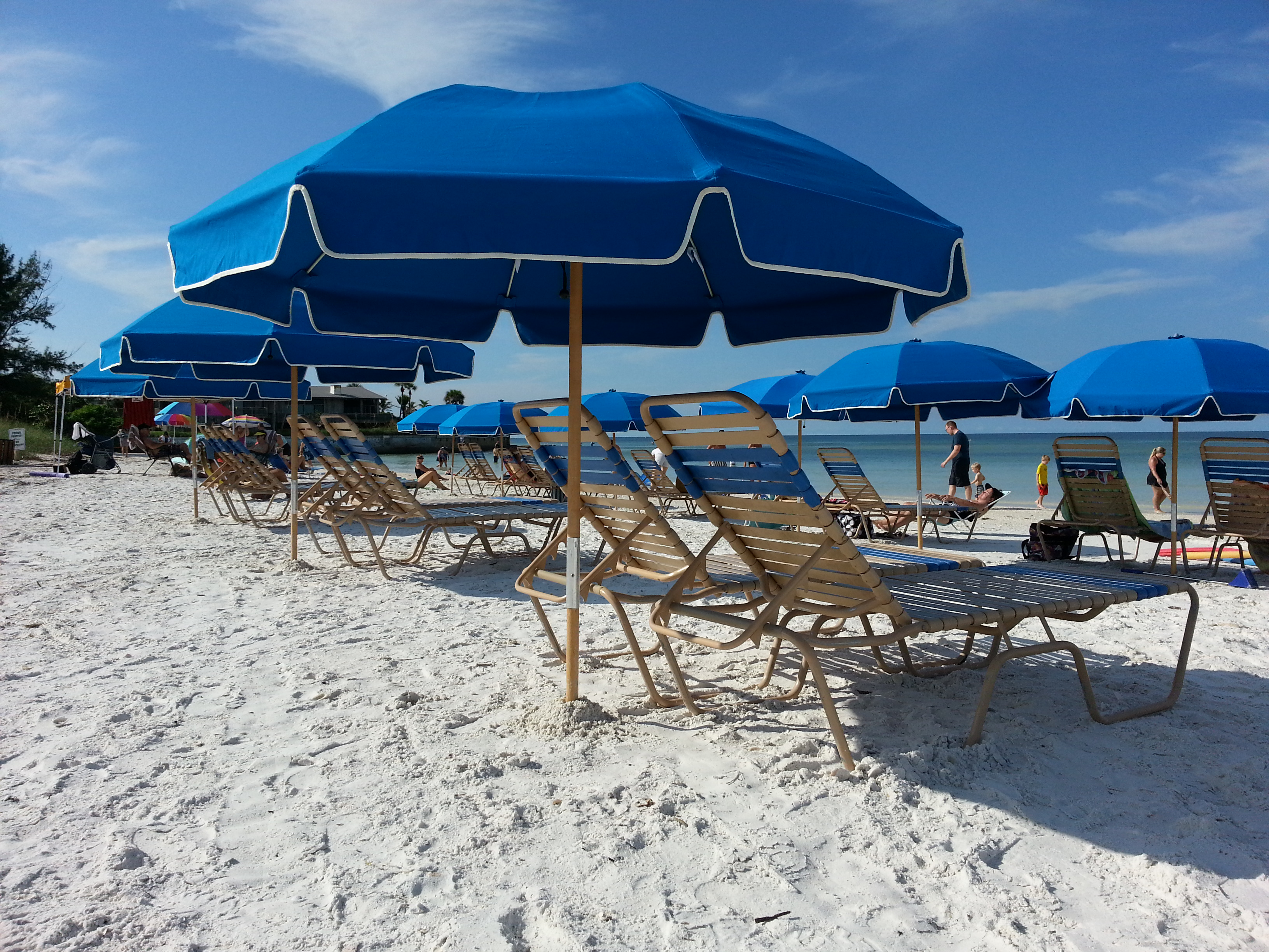 Relax on the white sand beach of Crescent Beach on Siesta Ke
